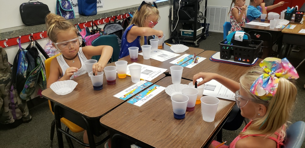 Mrs. Robinson's First graders are experimenting with the primary colors.