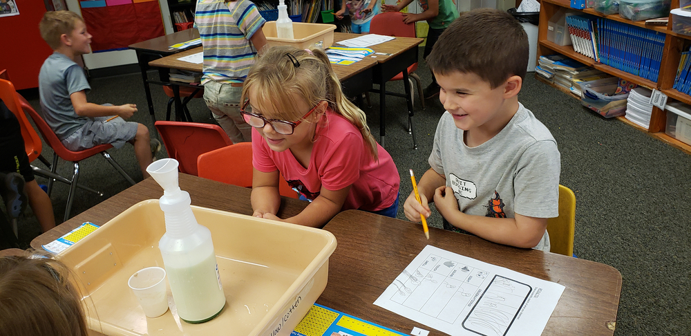 Mrs Robinson's First Graders Make Elephant toothpaste